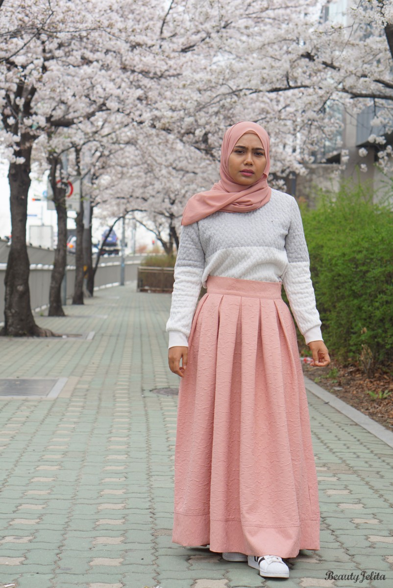 BE THE CENTER OF ATTENTION BY WEARING PLEATED SKIRT IN SEOUL